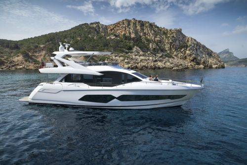 sunseeker yacht on water